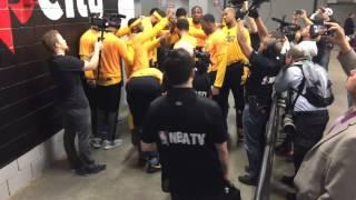 Download Golden State Warriors (3-0) pregame tunnel huddle + run incl Kevin Durant dance move, Game 4 vs POR Video