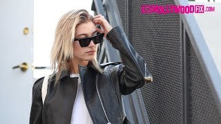 Download Hailey Baldwin Gets Coffee With A Friend After Leaving 901 Salon On Melrose Place 10.27.17 Video