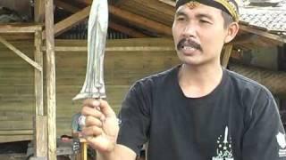 Download TITISAN EMPU GANDRING Video