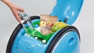 Download Hate carrying groceries? Vespa created a new robot that does it for you Video