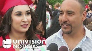 Download Un padre logra salir de un centro de detención de inmigrantes para celebrar graduación de una hija Video