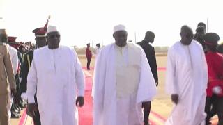 Download Gambie-Indépendance: arrivée du Président Macky Sall à Banjul Video