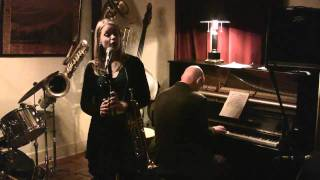 Download Midnight In Paris - Je suis seul ce soir - Bria Skonberg & Jeff Barnhart Video