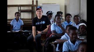 Download Embaixador do UNICEF, Orlando Bloom visita Moçambique Video
