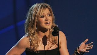 Download 10 UNFORGETTABLE Kelly Clarkson Moments (HD) Video