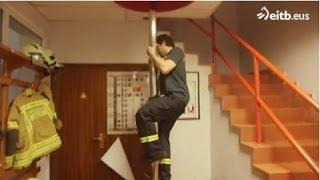 Download Acompañamos a los bomberos a apagar incendios Video