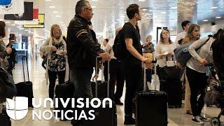 Download Cubanos desertan en Nueva York luego que se averiara el avión en el que viajaban de Europa a la Haba Video