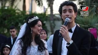 Download محمد محسن يغني لـ«هبة مجدي» في زفافهم «من زمان جداً» Video
