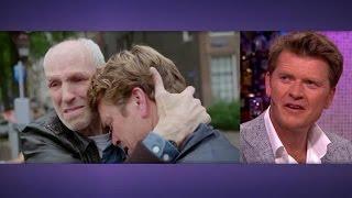 Download Beau geraakt door emotioneel afscheid met dakloze - RTL LATE NIGHT Video