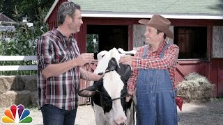 Download Blake Shelton Teaches Jimmy How to Milk a Cow Video