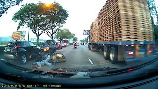 Download Motorcyclist taken to hospital after 3-vehicle accident on PIE Video