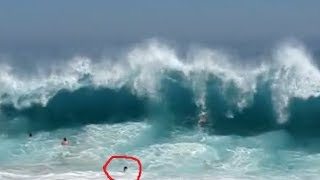 Download TOURISTS SLAMMED BY MASSIVE WAVES Video