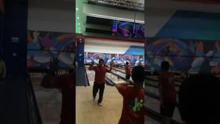 Download Rainer Yow scoring a strike Video