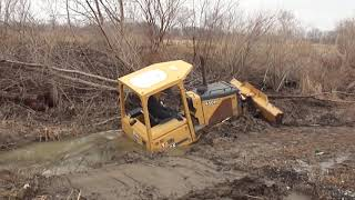 Download 321CLR Excavator Pulls Out 450H Deere Dozer Stuck In a Ditch ″STUCK″ Video