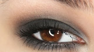 Download Simple and fast black smokey eye tutorial! Video