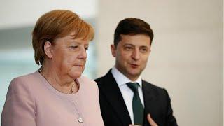 Download Almanya Başbakanı Merkel resmi törende titrerken ayakta durmakta zorlandı Video