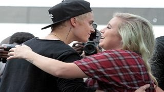 Download Justin Bieber's Loving Way of Dealing With Crazy Fans - Top 10 Video