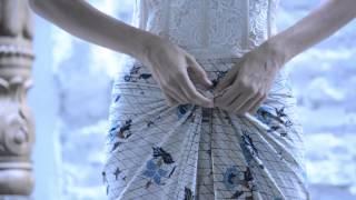 Download Tutorial Memakai Kain Batik Sebagai Celana Padanan Kebaya Video