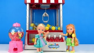 Download Claw Machine ! Elsa and Anna toddlers win prizes - game room Video