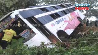 Download One Dead, 17 Injured As Picnic Bus Collided With Truck In Nayagarh Video