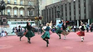 Download Scottish folk dance: Strathspey & Tulloch Video