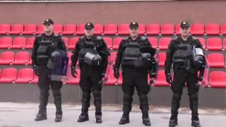 Download Sarajke u uniformama: Dok se 'obična' policija povlači, one idu naprijed i samo naprijed... Video
