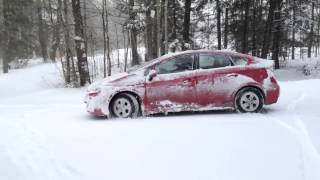 Download How does Toyota Prius perform in the snow? Video