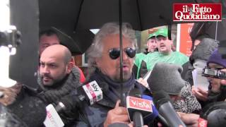 Download Trump, Grillo perde la pazienza con la stampa: ″Brutti walking dead, ma cosa c'entro io con lui?″ Video