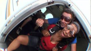 Download The Funniest Sky Diving Video You Will Ever See (8/13/11) Video