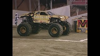 Download Goldberg vs Blue Thunder Monster Jam World Finals Racing Championship 2001 Video