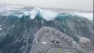 Download 7 Videos von Schiffen die in Seenot geraten Video