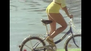 Download The Mixtures The Pushbike Song from the Paul Hogan Show (HQ Audio) Video