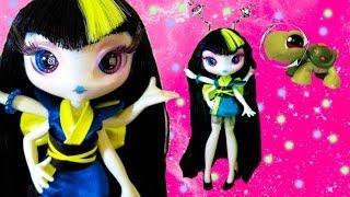 Download Novi Stars Malie Tasker ALIEN Girl Doll Glow in Dark Toy Review Opening Video