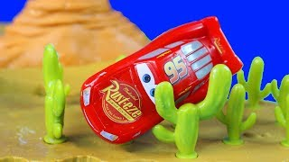 Download Disney Cars 3 Willy's Butte Transforming Track Set With Pixar Lightning McQueen Races Into Cactus Video