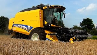 Download New Holland TC5070 combine met Ford-New Holland 8260 en Case Maxxum 140 Video