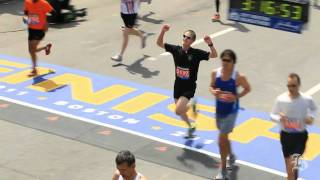 Download Fantastic Marathon finishes and the agony of the feet Video