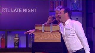 Download Hans Klok voert een illusie uit met Peter - RTL LATE NIGHT Video