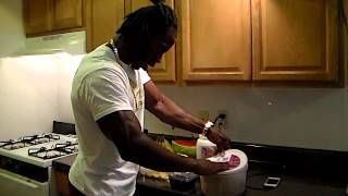 Download AKTION FIGURES FITNESS JUICERS Video