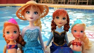 Download POOL ! Elsa and Anna toddlers - Barbie is the lifeguard - splash Video