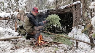 Download SOLO BUSHCRAFT CAMP 4 Items Only -Natural Shelter- Wild Game Over the Fire Video
