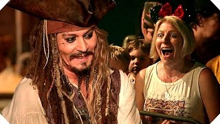 Download PIRATES OF THE CARIBBEAN 5 - Johnny Depp Surprises Fans at Disneyland ! Video