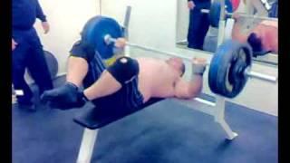 Download 29x140 kilos in ″sotilaspenkki″ Video