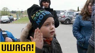Download Chłopiec bije nauczycielki i dzieci, bluźni. Rodzice uczniów: boimy się! (Uwaga! TVN) Video