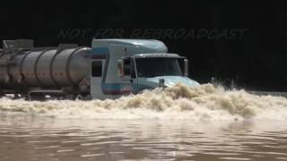Download Louisiana Flooding ″The Cajun Navy″ seeing tractor trailer to high ground Video