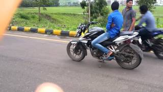 Download Bajaj...Pulsar... Ns.200 vs 200ns stunt in kharghar rod Video