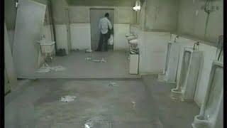 Download 【宇哥】日本小伙被困公厕24小时,次日保洁员开门后吓到了…《厕所的涂鸦》 Video