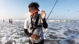 Download GAK SADAR PAS MANCING IKANNYA LARI DI BAWAH KAKI Video