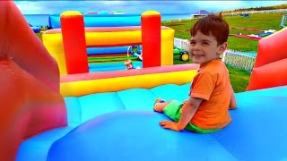 Download Kids Playing on Giant Bouncy Castle /Yankee Doodle Song/Funny Videos For Children Video