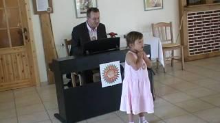 Download Das Enkelkind singt für Omas 70. Geburtstag Video