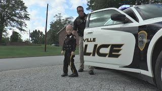 Download 6-year-old boy becomes police officer Video